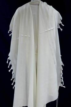 Mishkan Hatchelet White Wool Tallit