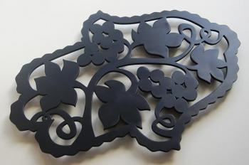 Trivet- Grapevine Hamsa Black